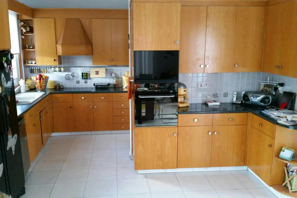 Very Comfortable Room Strovolos Houses Rent