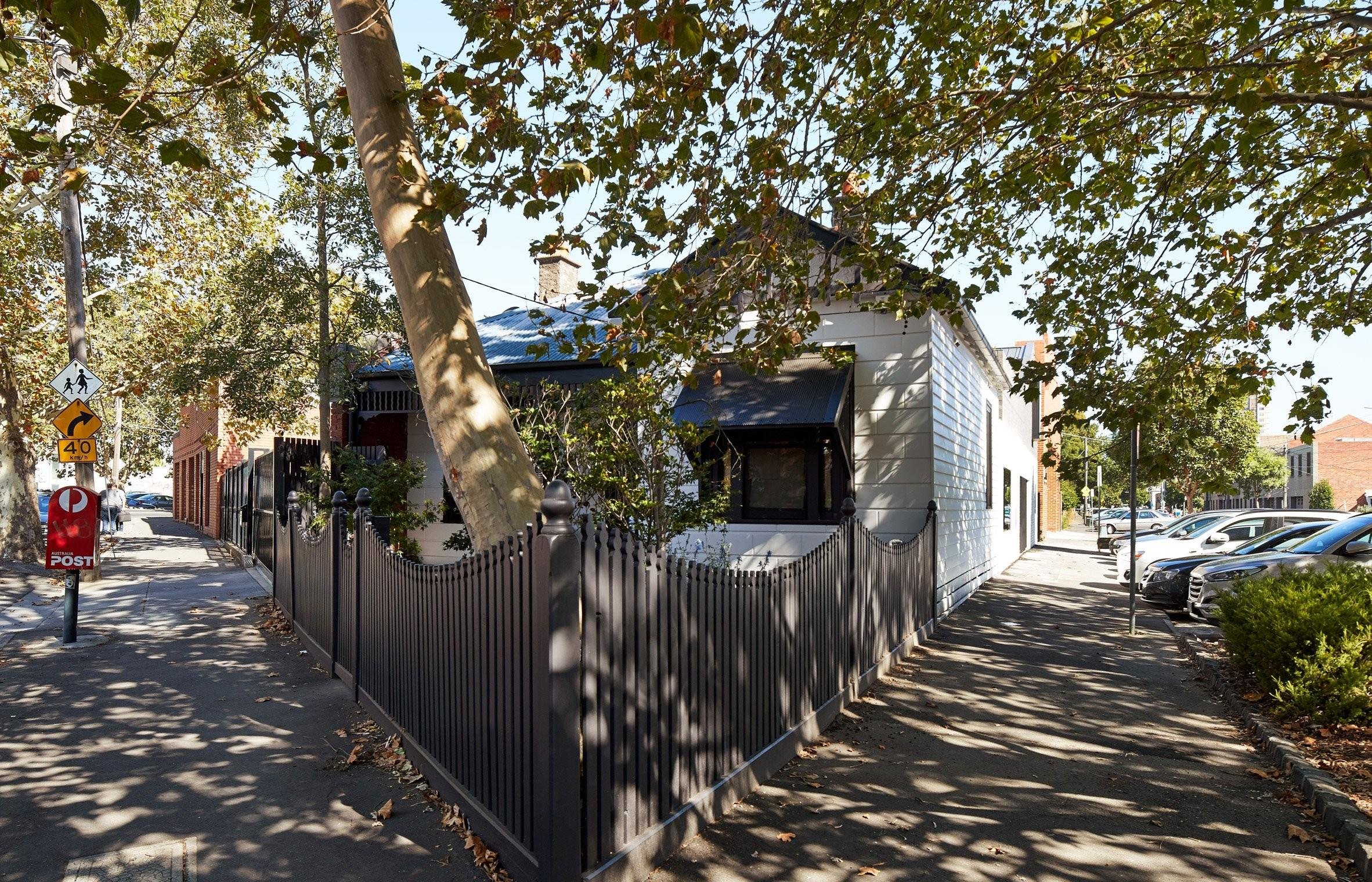 Victorian Cottage Gets Brick Extension Surprising