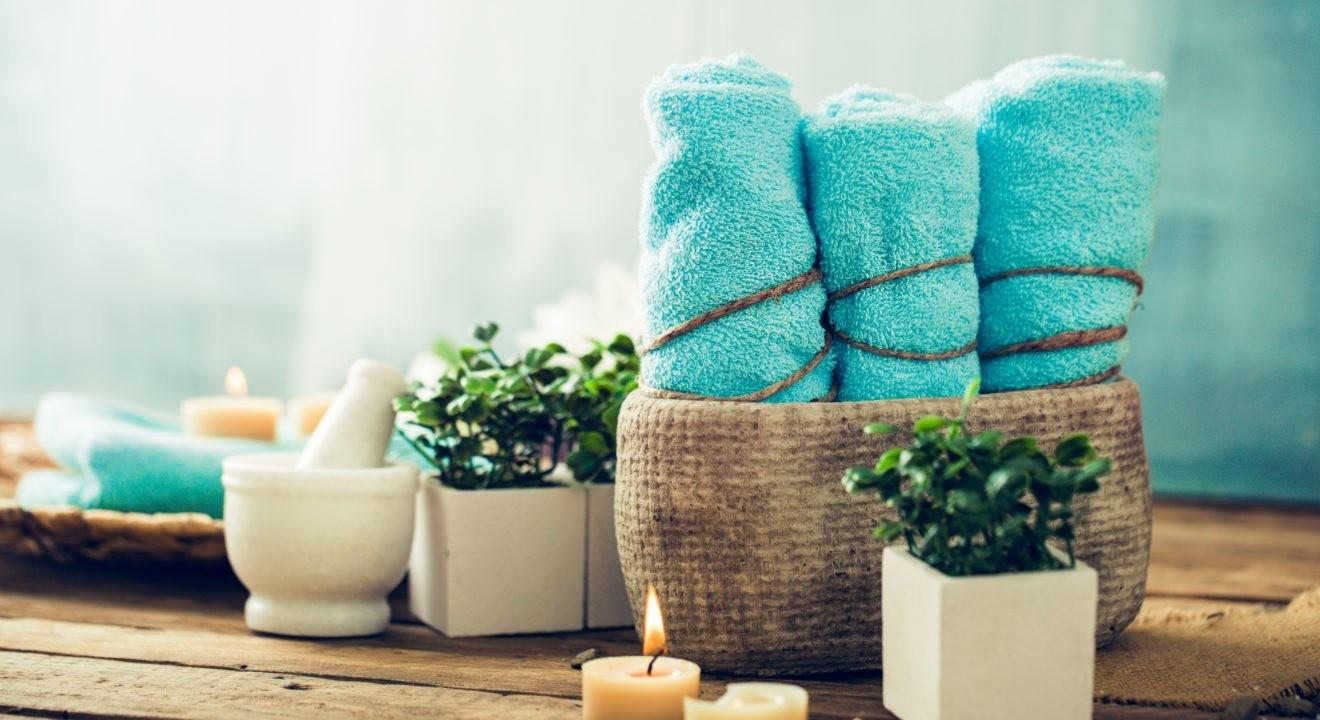 Ways Arrange Towels Turn Your Guest Bathroom Into