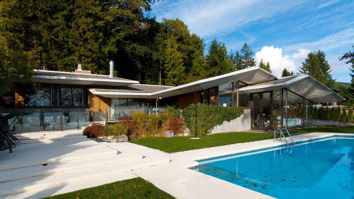 West Vancouver Tear Down Wins Its Buyer Heart