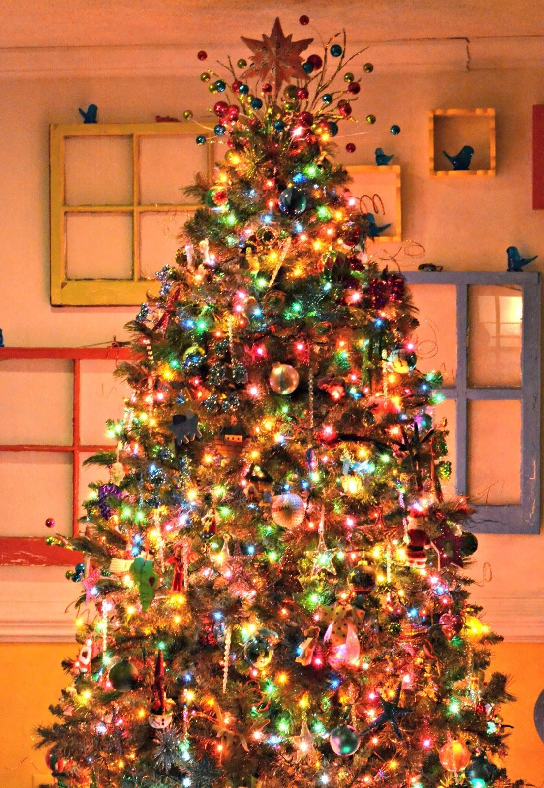 26 Contemporary Colorful Christmas Tree Decor Ideas That You Can Do For Less Than Hour Tons Of Variety Decoratorist