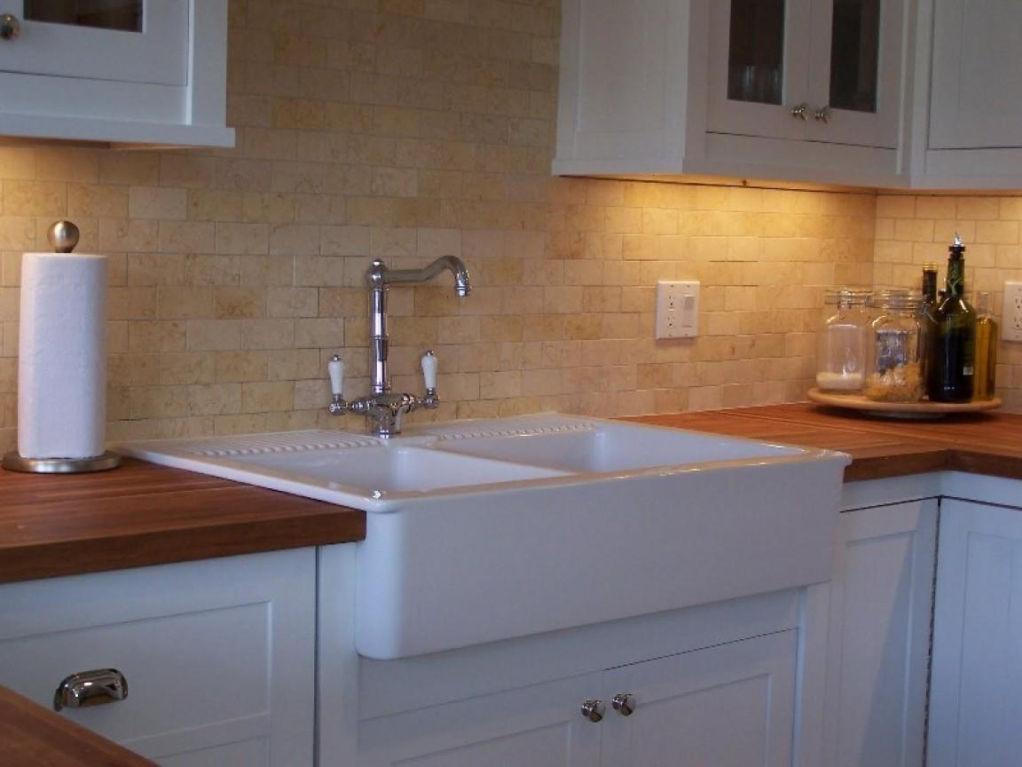 White Kitchen Sink Faucet Backsplash