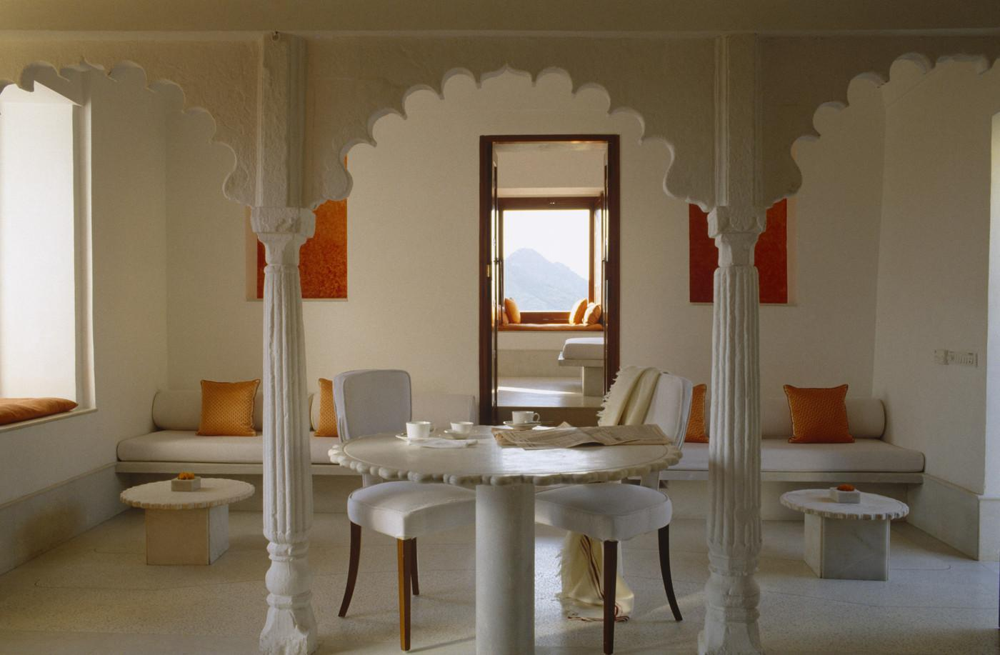 White Moroccan Dining Room Decorating Ideas
