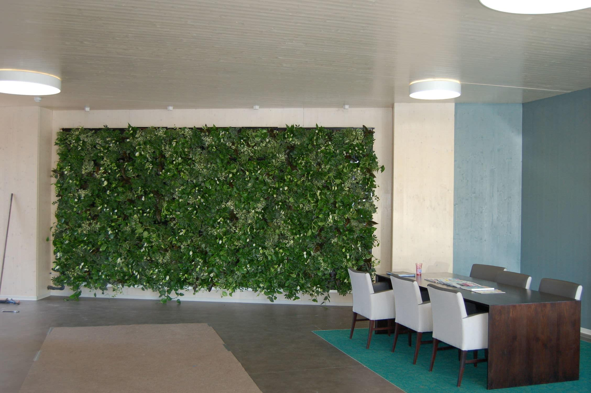 Wonderful Cafe Decoration Outdoor Green Wall Design
