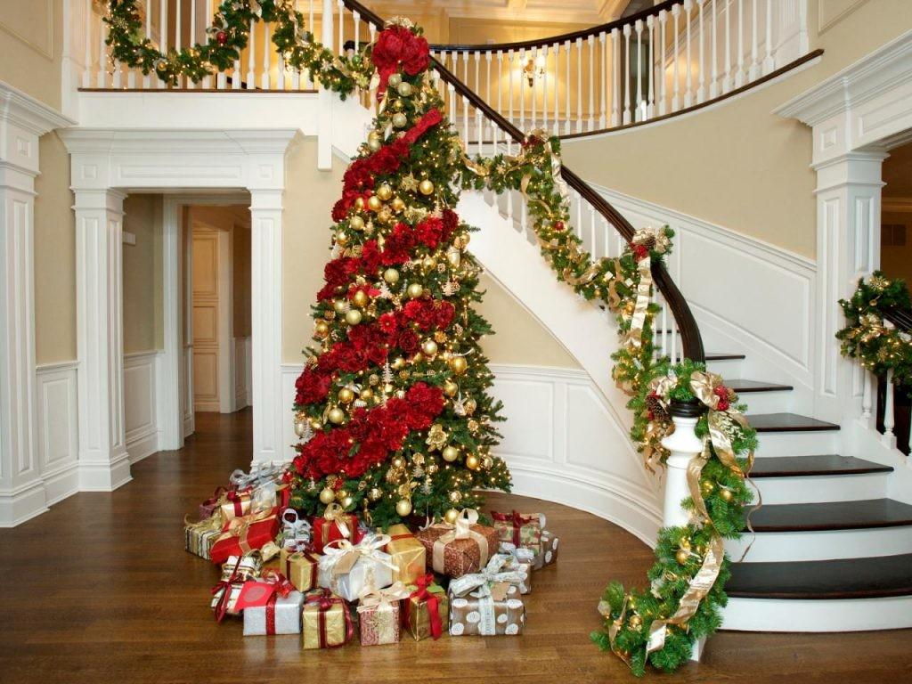 Wonderful Christmas Staircase Decorations Need See