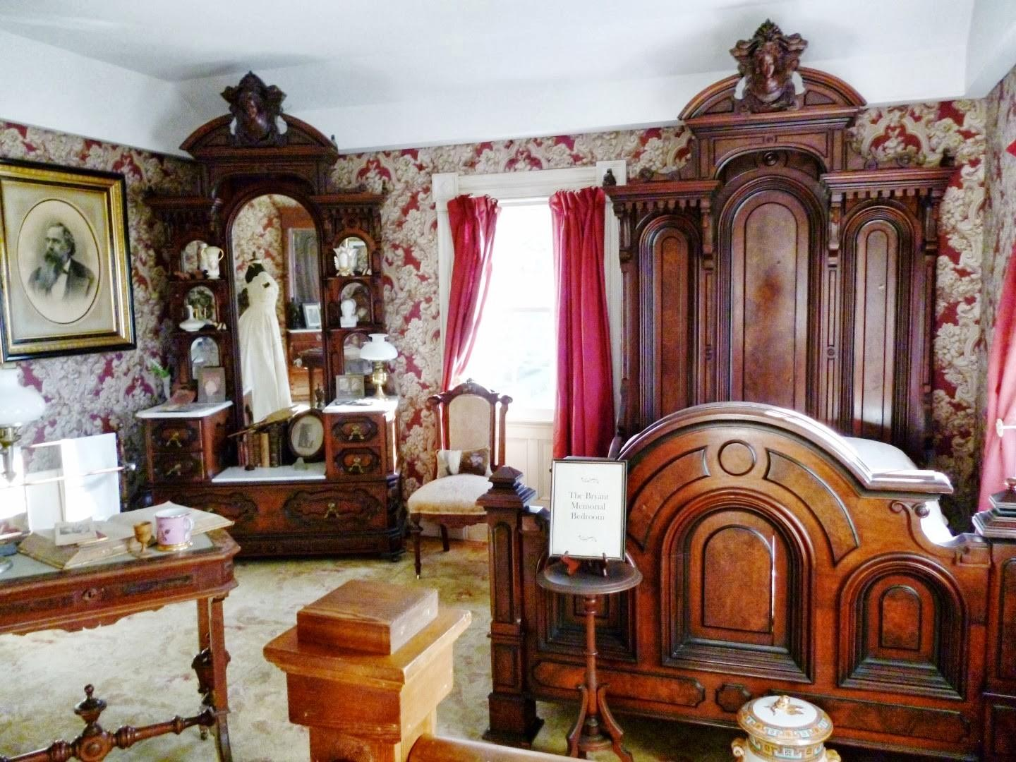 Writing Straight Heart Victorian Bedroom Suite